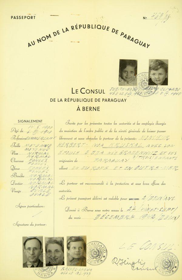 <p>Paszport rodziny Kruskal<br /> <small>Państwowe Muzeum Auschwitz-Birkenau,<br /> ZWEiss9 nr inwentarzowy 194779</small></p>