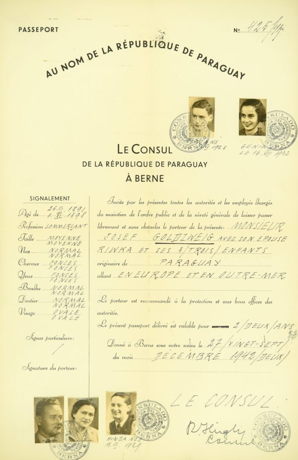 <p>Paszport rodziny Goldzweig<br /> <small>Państwowe Muzeum Auschwitz-Birkenau,<br /> ZWEiss8 nr inwentarzowy 194778</small></p>