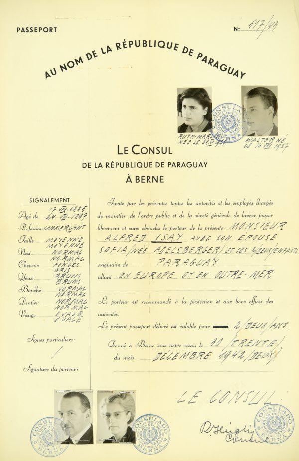 <p>Paszport rodziny Isay<br /> <small>Państwowe Muzeum Auschwitz-Birkenau,<br /> ZWEiss4 nr inwentarzowy 194774</small></p>