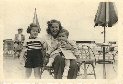 <p>Heidi Fishman's family – Margaret Lichtenstern with her son Robbie and daughter Ruth</p>