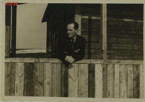 """<p>Arie Liwer, członek organizacji Gordonia i Hitachdut w Polsce. Zdjęcie zrobiono na """"Farmie"""" – gospodarstwie rolnym prowadzonym przez syjonistyczne ruchy młodzieżowe w Środuli koło Sosnowca </p> <p><small>Ghetto Fighters' House Archives, Izrael</small></p>"""