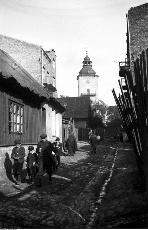 <p>Będzin, rok 1933. W głębi widoczna wieża kościoła św. Trójcy</p> <p><small>Narodowe Archiwum Cyfrowe</small></p>